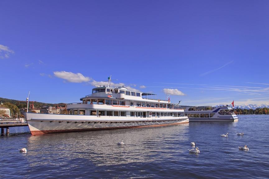 Zürichsee-Schiffe am Steg Bürkliplatz