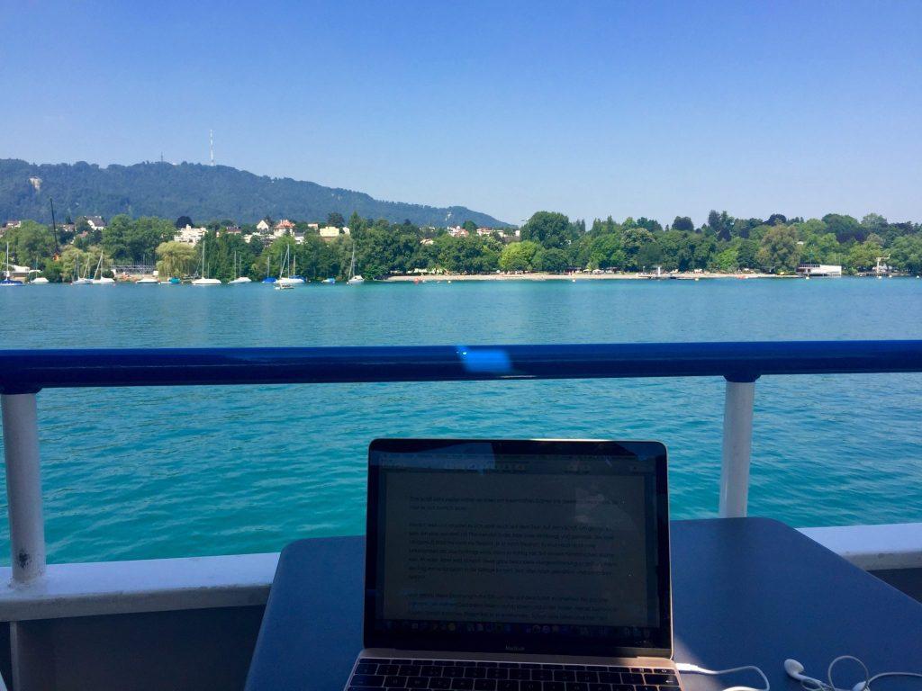 Laptop auf dem Schiff