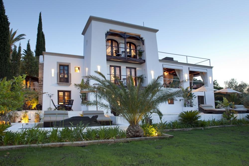 ©TOP HILL retreats   Villa in Ibiza - Aussenansicht